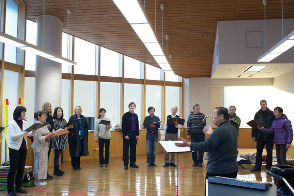 "Rehearsing for group performance of ""Senno kaze ni natte"""