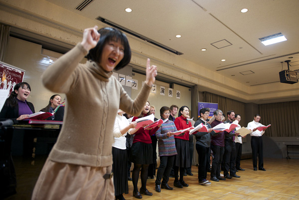 "Shared finale performance at Katano City - singing ""Sing"" by the Carpenters and old favourite ""Sukiyaki"""