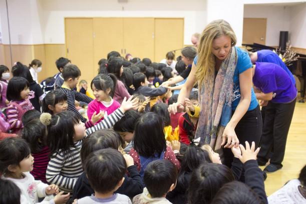 Sarah interacting with kids following the Hiroshima kindi show.