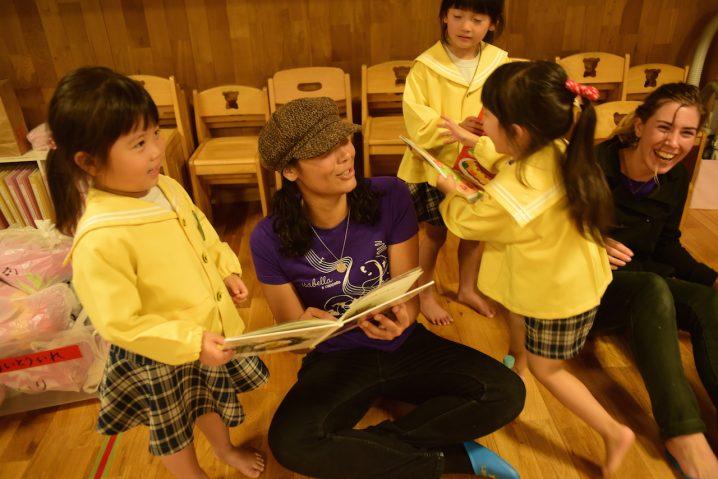 Darya and Madison  interacting with children at Shiawase no hoshi nursery School, Fukuoka. (Photo: David Nielsen)